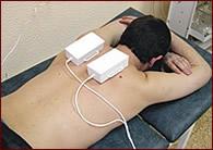 Паравертебральное расположение парного призматического  излучателя бегущего магнитного поля при лечении остеохондроза шейного отдела  позвоночника.